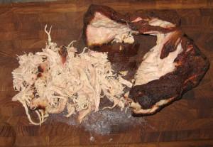 Alt kødet rykkes i stykker indtil der kun er trevler tilbage